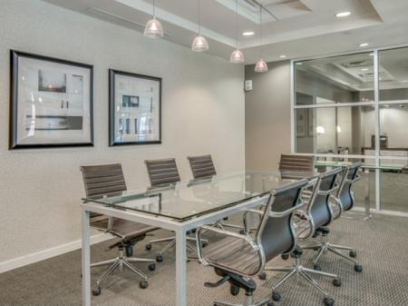 Best-apartments-in-jacksonville-conference-room